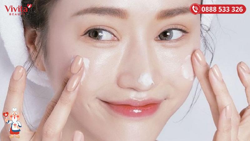 Quy trình chăm sóc da khô cần được thực hiện buổi sáng và tối